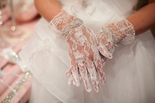 8395d56f8a80 Guanti da sposa  come abbinarli al vestito